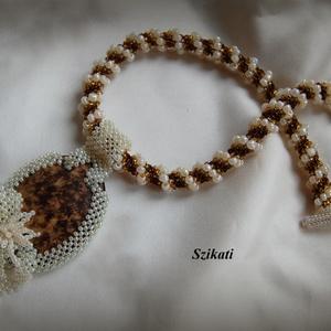 Elegáns beige/barna gyöngyfűzött nyakék (szikati) - Meska.hu
