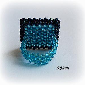 Kék gyöngyfűzött koktélgyűrű (szikati) - Meska.hu