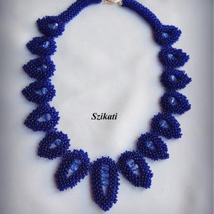 Elegáns királykék gyöngyfűzött nyakék (szikati) - Meska.hu