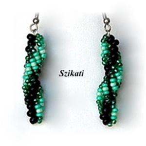 Zöld - fekete gyöngyfűzött fülbevaló (szikati) - Meska.hu