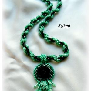 Mentazöld - fekete gyöngyfűzött nyaklánc (szikati) - Meska.hu