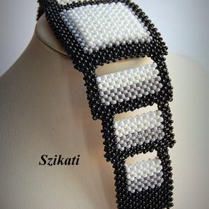 Elegáns fekete - fehér gyöngyfűzött karkötő (szikati) - Meska.hu