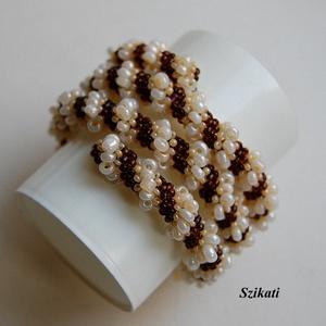 Többsoros barna - beige gyöngyfűzött karkötő (szikati) - Meska.hu