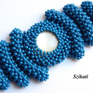 Elegáns kék gyöngyfűzött karkötő (szikati) - Meska.hu