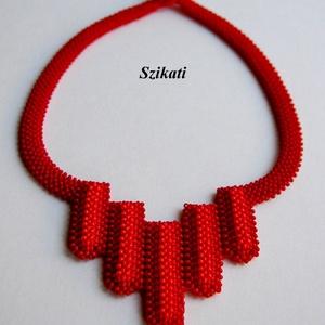 Elegáns tűzpiros gyöngyfűzött nyakék (szikati) - Meska.hu