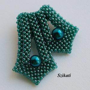 Elegáns kékes-zöld gyöngyfűzött kitűző (szikati) - Meska.hu