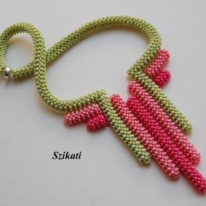 Korall zölddel - gyöngyfűzött nyakék (szikati) - Meska.hu