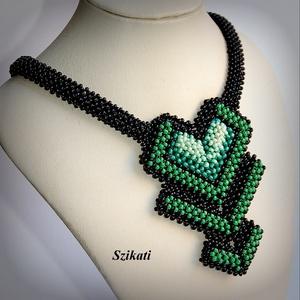 Elegáns fekete - zöld gyöngyfűzött nyakék (szikati) - Meska.hu
