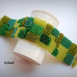 Zöld mozaik - gyöngyfűzött karkötő - ékszer - karkötő - széles karkötő - Meska.hu