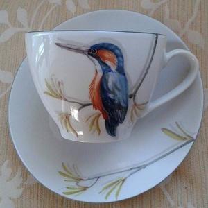 Jégmadaras mintával megfestett porcelán teás-kávés csésze alsóval, Dekoráció, Otthon & lakás, Konyhafelszerelés, Bögre, csésze, Lakberendezés, Festészet, Kerámia, Jégmadár mintával megfestett porcelán csésze alsóval.\n Kézzel festett egyedi minta, 840 fokon lett k..., Meska