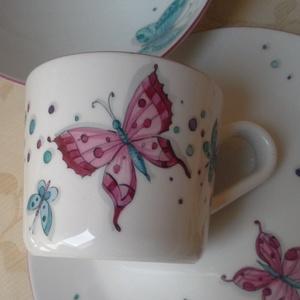 Pillangós mintával festett porcelán gyermek étkészlet (SzilArtstudio1) - Meska.hu