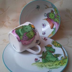 Süsüs mintával festett porcelán gyermek étkészlet, Gyerek & játék, Baba-mama kellék, Konyhafelszerelés, Otthon & lakás, Bögre, csésze, Festészet, Kerámia, 3 részből álló Süsüs mintával festett porcelán gyermek étkészlet.\n Kemény porcelán alapanyagra saját..., Meska