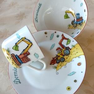 Markológépes mintával festett gyermek étkészlet három darabos, Gyerek & játék, Baba-mama kellék, Otthon & lakás, Konyhafelszerelés, Bögre, csésze, Festészet, Kerámia, 3 részből álló markolós mintával festett porcelán gyermek étkészlet.\nKemény porcelán alapanyagra saj..., Meska