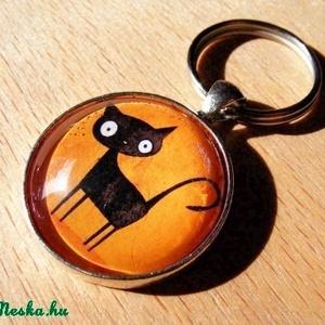 Üveglencsés fém kulcstartó- Fekete macska (Szilvadekor) - Meska.hu