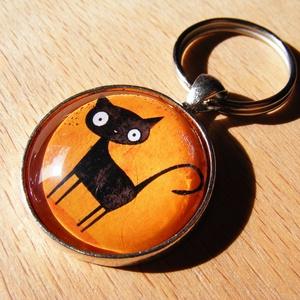 Üveglencsés fém kulcstartó- Fekete macska, Táska & Tok, Kulcstartó & Táskadísz, Kulcstartó, 3 cm átmérőjű fém alapra készült ez a kulcstartó. Tesztelve lett strapabírósága, így nyugodt szívvel..., Meska