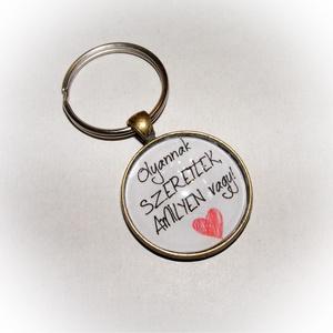 Üveglencsés fém kulcstartó- Olyannak szeretlek, Egyéb, Táska, Divat & Szépség, Kulcstartó, táskadísz, 3 cm átmérőjű fém alapra készült ez a kulcstartó. Tesztelve lett strapabírósága, így nyugodt szívvel..., Meska