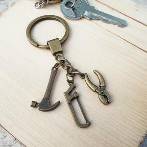 CsakFém kulcstartó- Szakember, Táska, Divat & Szépség, Férfiaknak, Kulcstartó, táskadísz, Ékszer, kiegészítő, Fém fityegőkből összeállított kulcstartó, teljes magassága kb 9 cm.  Személyes átvételre Kecskeméten..., Meska