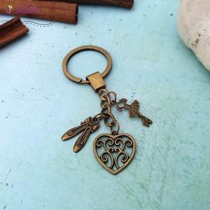 CsakFém kulcstartó- Balett, Táska & Tok, Kulcstartó & Táskadísz, Kulcstartó, Fém fityegőkből összeállított kulcstartó, teljes magassága kb 9 cm.  Személyes átvételre Kecskeméten..., Meska