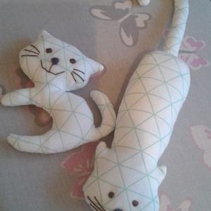 Kapaszka és kabalacica, Játék & Gyerek, Plüssállat & Játékfigura, Cica, A két cica ugyanolyan mintás anyagból készült. Kapaszka a kapaszkodó cica, aki bárhová tud csimpaszk..., Meska