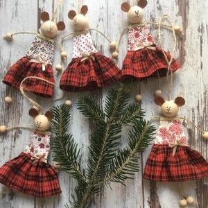 Maci lányok pirosban..., Karácsony & Mikulás, Karácsonyfadísz, Karácsonyfa dísz, ajtó, ág, szekrényfogantyú, csomag díszítésére is használhatod... Egy maci 20 cm, ..., Meska