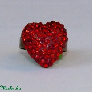 Swarovski kristály gyűrű!, Ékszer, Gyűrű, Többköves gyűrű, Ékszerkészítés, Üvegművészet, Szív alakú Swarovski gyűrű!\n\n\nRéz szív alakú gyűrűalapon különböző méretű swarovski kristályt helyez..., Meska