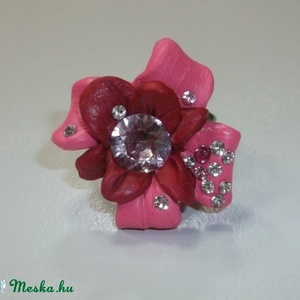 Rózsaszín virágos Swarovski gyűrű!, Ékszer, Gyűrű, Figurális gyűrű, Ékszerkészítés, Üvegművészet, Különleges technikával készült Swarovski gyűrű!\n\nEzüst színű gyűrűalapra nagy rózsaszín virágot form..., Meska