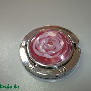 Rózsás táska akasztó!, Táskaakasztó, Kulcstartó & Táskadísz, Táska & Tok, Ékszerkészítés, Üvegművészet, Rózsás táska akasztó!\n\nÜveglencsés táskatartó virágos képpel.\n\n\nAmikor elmész egy étterembe mindig g..., Meska