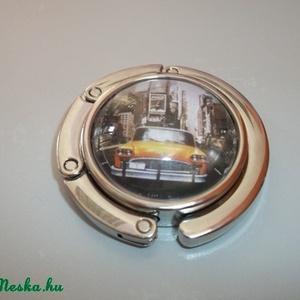 New York sárga taxis táska akasztó!, Táskaakasztó, Kulcstartó & Táskadísz, Táska & Tok, Ékszerkészítés, Üvegművészet, New York sárga taxis táska akasztó!\n\nÜveglencsés táskatartó New York-os képpel.\n\nKis szütyőt (amiben..., Meska