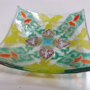 Kézzel üvegporral festett üveg tálka!, Otthon & Lakás, Konyhafelszerelés, Kínálótál, Üvegművészet, Üveg tálat készítettem fusing (rogyasztásos) technikával. Üvegporral festettem mandala mintát, amit ..., Meska