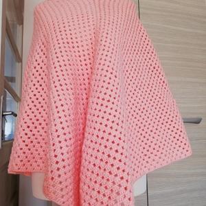 Garbós,rózsaszín poncsó, Poncsó, Női ruha, Ruha & Divat, Horgolás, A képen látható poncsó horgolással készült,közepes vastagságú. 162cm-hez viszonyítva S/M méret,csukl..., Meska