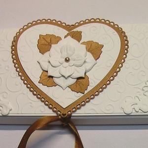 Bronzos karamellás csokoládé dobozka, Naptár, képeslap, album, Otthon & lakás, Ajándékkísérő, Dekoráció, Ünnepi dekoráció, Karácsony, Ajándékkísérő, Papírművészet, Névnapokra, születésnapokra  készült bronzos karamelles színösszeállításban ez a strukturált kartonn..., Meska