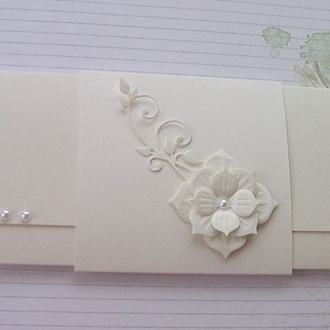 Kisvirágom :), Otthon & lakás, Esküvő, Nászajándék, Papírművészet, Törtfehér ajándékátadó boríték  eljegyzésre, esküvőre.\nDomborított rátét nélkül készítettem, kérhete..., Meska