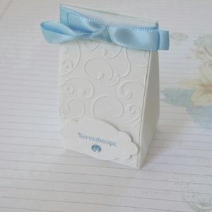 Keresztelői köszönetajándék átadó dobozka, Otthon & lakás, Naptár, képeslap, album, Ajándékkísérő, Esküvő, Meghívó, ültetőkártya, köszönőajándék, Papírművészet, 10 db név felirattal ellátott dobozka a képen szereplő kivitelben.\nAprócska, jelképes ajándék átadás..., Meska