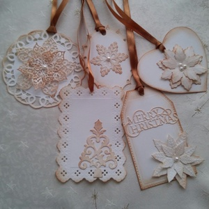 Ajándékod mellé, Otthon & Lakás, Karácsony & Mikulás, Karácsonyi csomagolás, Papírművészet, 5 db azonnal elvihető törtfehér kartonból készült, tintázással színezett ajándékkártya.\nEz készen va..., Meska