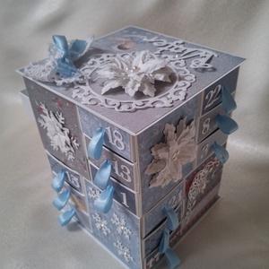 Adventi naptár kék színekkel, Otthon & Lakás, Karácsony & Mikulás, Karácsonyi dekoráció, Papírművészet, Különböző papírokból saját méretezésű és összeállítású adventi naptár, mely ünnepváró dekorációként ..., Meska