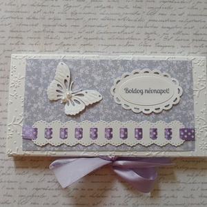 Csokidobozka lila dekorral, Naptár, képeslap, album, Otthon & lakás, Ajándékkísérő, Papírművészet,  Fehér strukturált kartonból, dombormintás rátéttel és lila árnyalatú dekorációval készített csokido..., Meska