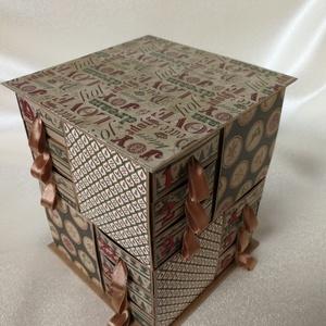 Barna-zöld adventi naptár, Adventi naptár, Karácsony & Mikulás, Otthon & Lakás, Papírművészet, Kraft kartonból és scrapbook papírokból készült adventi naptár. A 24 dobozkát magam vágtam, ragaszto..., Meska