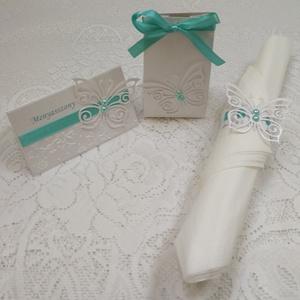 Pillangós esküvői csomag, Gyerek & játék, Dekoráció, Otthon & lakás, Ünnepi dekoráció, Papírművészet, Ez a csomag egy köszönetajándék dobozkát, egy ültetőkártyát és egy szalvétagyűrűt tartalmaz. \n\nGyöng..., Meska