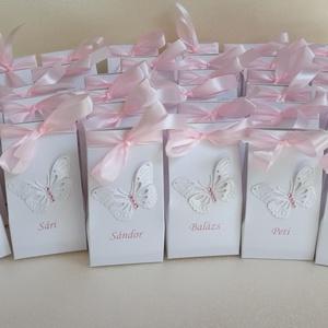 Keresztelői köszönőajándék dobozka nevekkel ültetőkártya helyett, Naptár, képeslap, album, Otthon & lakás, Ajándékkísérő, Esküvő, Meghívó, ültetőkártya, köszönőajándék, Papírművészet, 30 db aprócska, jelképes ajándék átadására alkalmas dobozka, keresztelőn, névvel ellátva ültetőkárty..., Meska