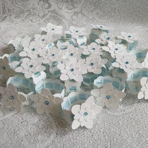 Szalvétagyűrű virággal keresztelőre, Játék & Gyerek, Babalátogató ajándékcsomag, Papírművészet, 30 db szalvétagyűrű . Az általam készített meghívóhoz, keresztszülői felkérő laphoz és ültetőkártyáh..., Meska