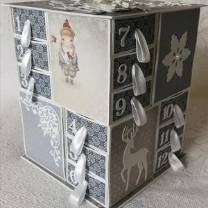 Kék és fehér, Otthon & lakás, Dekoráció, Ünnepi dekoráció, Karácsony, Adventi naptár, Papírművészet, Mérete: M-es.\nA naptár magassága kb. 16, 5cm,\nTalpa oldalszélessége kb. 13,5 cm, a hasábé 12,5 cm. \n..., Meska