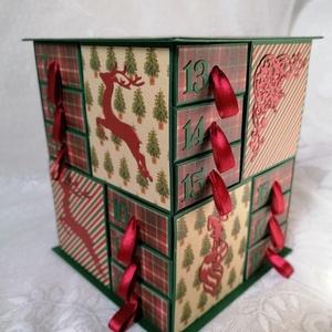 Klasszikus karácsonyi színekkel, Otthon & Lakás, Karácsony & Mikulás, Adventi naptár, Papírművészet, \nSzépséges papírokból készült adventi naptár. \n\nNincs rajta gyöngy,  virág,  szívecske... Egyszerűen..., Meska
