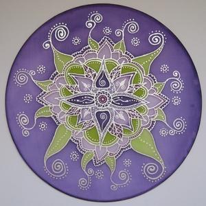 Szív-virág, lila, Ablakdísz, Dekoráció, Otthon & Lakás, Selyemfestés, 25 cm átmérőjű kézzel festett egyedi selyemkép. A nyíló virágot ábrázoló mandala mintához a lila és ..., Meska