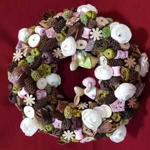 Húsvéti nyuszis ajtó dísz, Otthon & Lakás, Dekoráció, Ajtódísz & Kopogtató, Mindenmás, Virágkötés, 20 cm-es széna alapot natúr, zöld, rózsaszínű termésekkel, rózsaszínű fa spulnikkal, fából készült k..., Meska