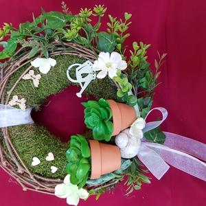 Tavaszi hangulat ajtó dísz, Otthon & Lakás, Dekoráció, Ajtódísz & Kopogtató, Mindenmás, Virágkötés, 20 cm-es moha alapot körbe tekertem vadszőlő indával, majd közé mű zöldeket és művirágokat rögzített..., Meska