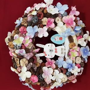 Nyuszi rózsaszín és kék színben, Otthon & Lakás, Dekoráció, Ajtódísz & Kopogtató, Virágkötés, Mindenmás, 25cm-es alapot bevontam juta szalaggal, majd az egészet natúr, kék, rózsaszínű termésekkel díszített..., Meska