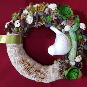Tavaszias hagulat természetes színekkel, Otthon & Lakás, Dekoráció, Ajtódísz & Kopogtató, Virágkötés, Mindenmás, 25cm-es alapot bevontam juta szalaggal, majd díszítettem natur színű termésekkel, amiket mű pozsgáso..., Meska