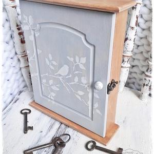 Kulcstartó szekrény - Madárcsicsergés (fali kulcsos szekrény, madár), Otthon & lakás, Táska, Divat & Szépség, Kulcstartó, táskadísz, Lakberendezés, Festett tárgyak, A kulcsok rendezetten egy helyen, hogy mindig megtaláld, amit keresel akár a nagy rohanás közepette ..., Meska