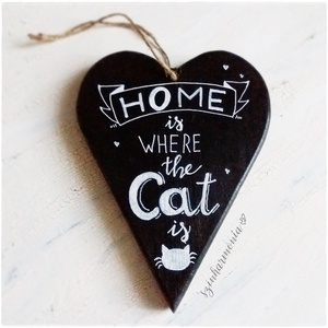 """Akasztható Szív - CAT feliratos LIMITÁLT! (cica, macska, home, otthon, kalligrafikus, feliratos, állatbarát, cicás), Lakberendezés, Otthon & lakás, Ajtódísz, kopogtató, Állatfelszerelések, Macska kellékek, Festett tárgyak, Fotó, grafika, rajz, illusztráció, \""""Az otthon ott van, ahol a CICÁM ♥\""""\n\n\""""Home is where the CAT is ♥\""""\n\nVisszafogott stílus, természetes ..., Meska"""