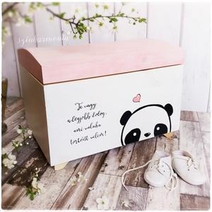 Emlékláda - Pandamaci (névreszóló emlékőrző kincsesláda és tárolóláda), Otthon & Lakás, Tárolás & Rendszerezés, Láda, Festett tárgyak, Fotó, grafika, rajz, illusztráció, Adj olyan ajándékot, mely az idő múlásával csak még értékesebb lesz, mint most! Egy örök emlék, mely..., Meska
